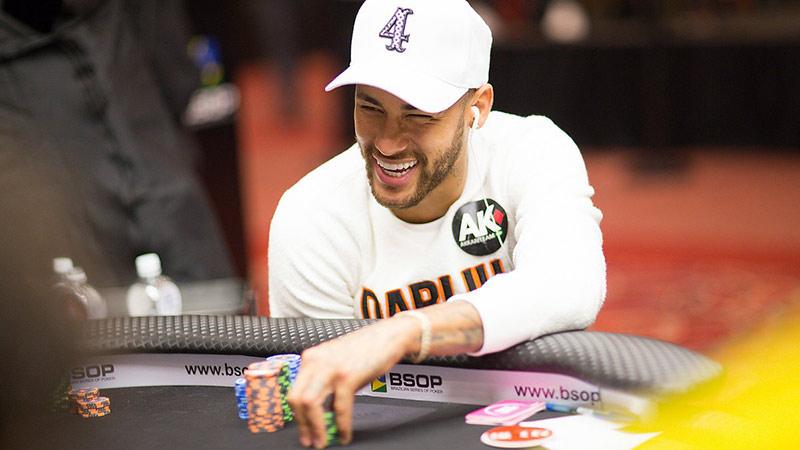 poker là kết hợp giữa thể thao trí tuệ và cờ bạc