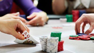 Poker là gì? Chơi poker có kiếm được tiền không?